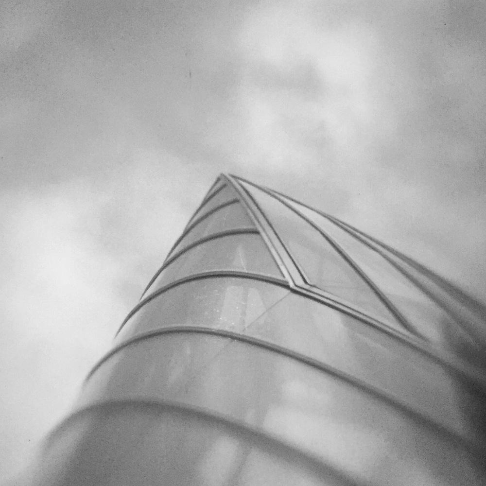 Foundation Louis Vuitton - Black & White