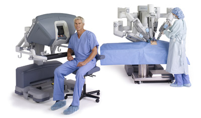 da-vinci-system-si-seated-surgeon-nurse-at-cart-400x235.jpg
