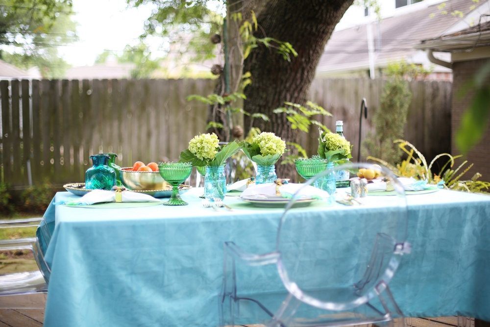 Summer Table setting with blue and green accessories. 9.jpg