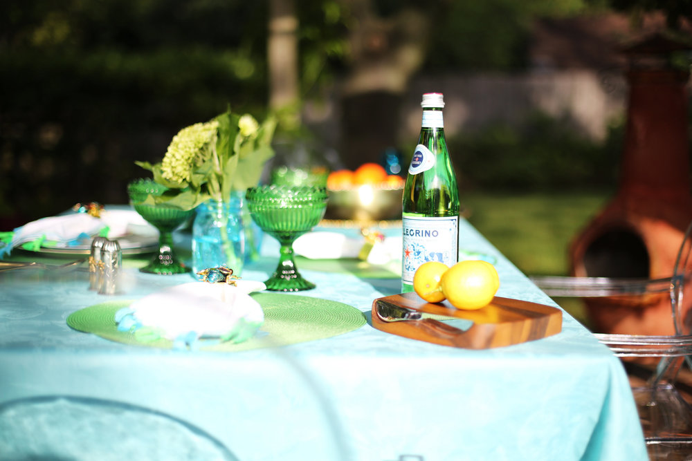 Summer Table setting with blue and green accessories. 8.jpg