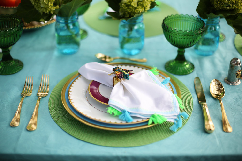 Summer Table setting with blue and green accessories. 10.jpg