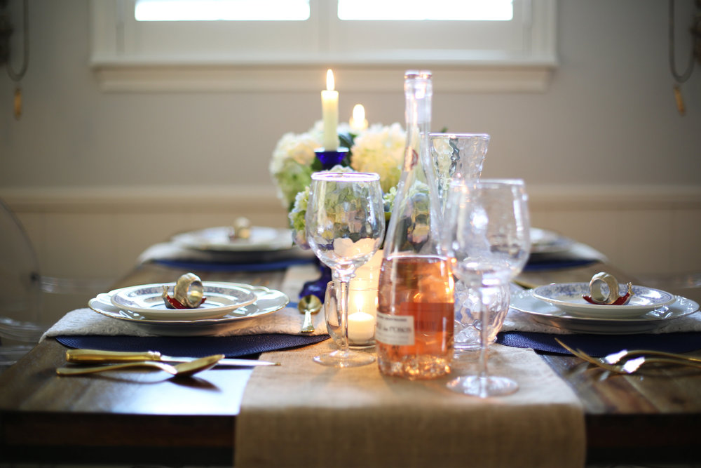 Memorial Day Tablesetting, summer tablesetting, blue and white china -1.jpg