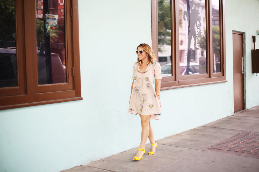 Flower swing dress with yellow shoes and turquoise handbag- tuquoise wall -5.jpg