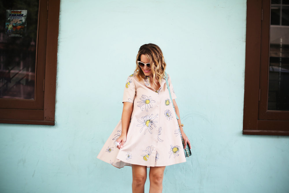 Flower swing dress with yellow shoes and turquoise handbag- tuquoise wall -7.jpg