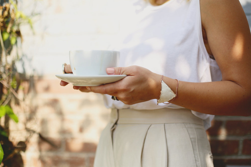 high waisted wide leg linen pants with white top and a latte-4.jpg