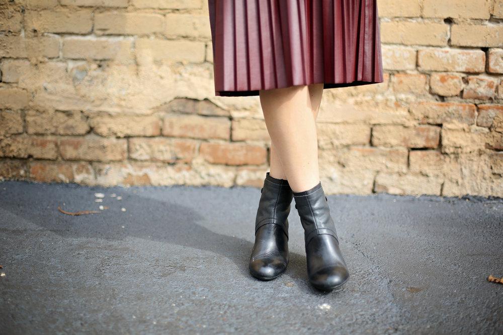 fur sweatshirt:pleated leather skirt:black hat-5.jpg
