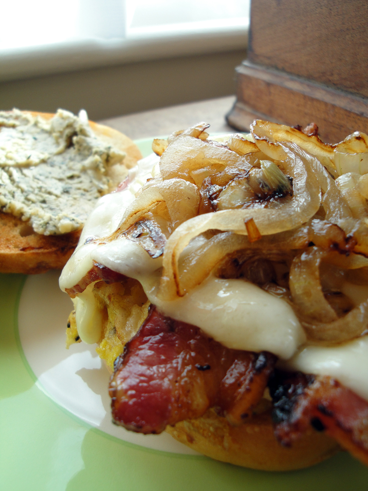 SmBangin'BreakfastSandwich01.jpg