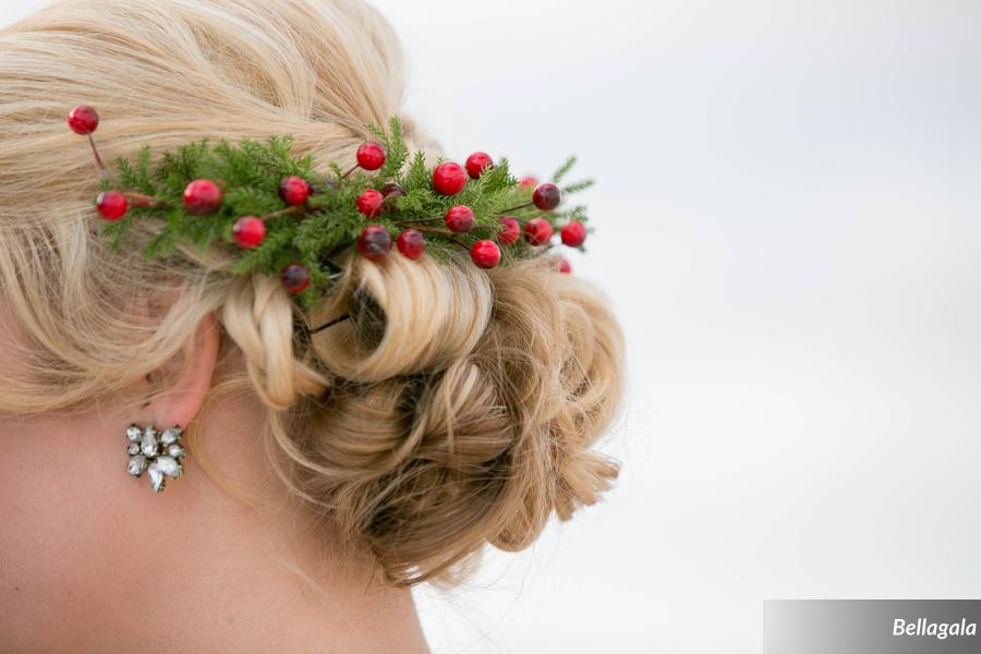 Steph's gorgeous floral hairpiece added the perfect festive touch.