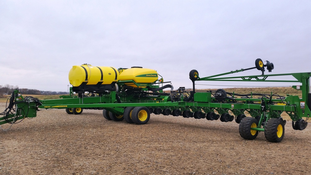 DB60 24 Row with 750 Gallon Tank.jpg