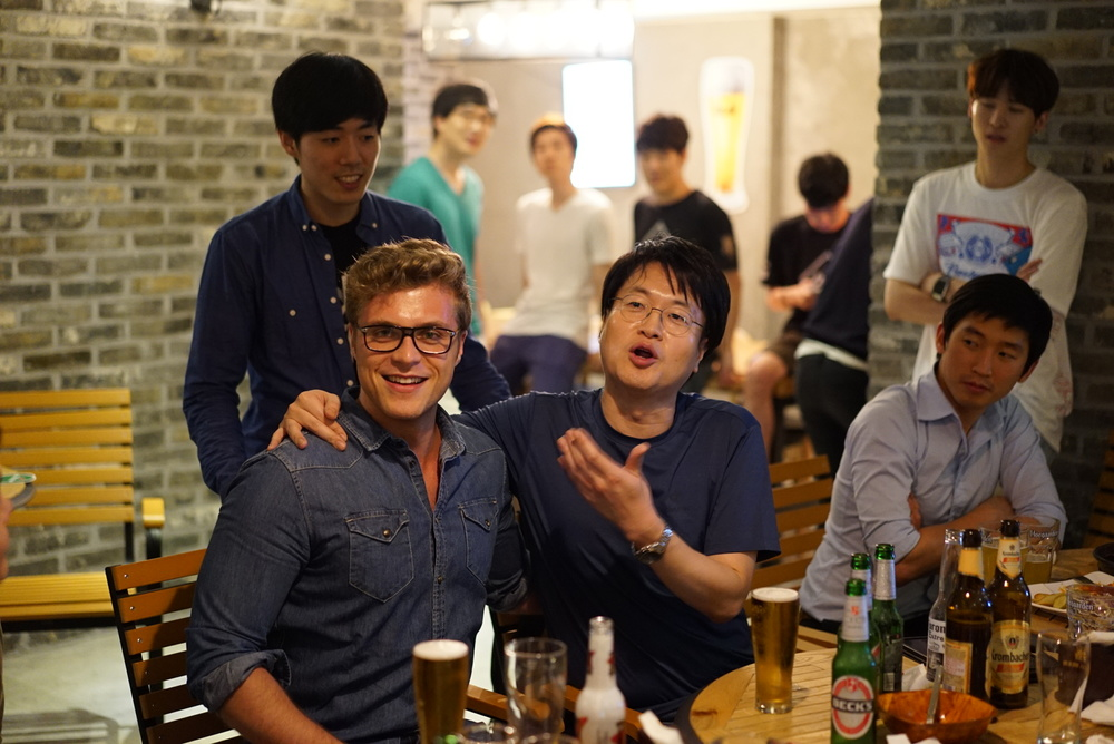 "Jeon Yong Jun: ""I'll drink the beer faster"" Bluberryz: ""Is he serious? I'm German!"""