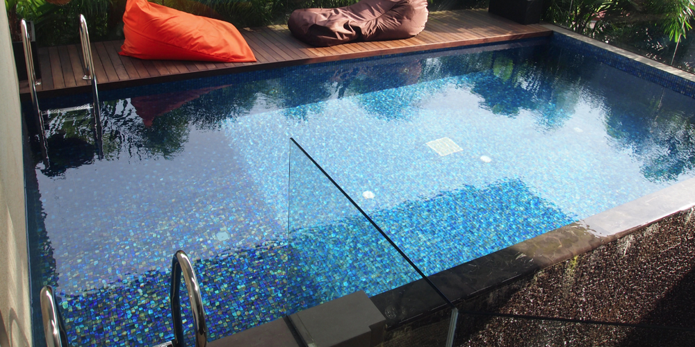 Seashore   is an artisanal mosaic with a classic 'natural edge', as opposed to bevelled. This allows a tighter joint width and a more iridescent surface on IR chips, including gold and silver tones. Surface can be iridescent (IR), matte (M), or gloss (G). This pool is in  Blue Harbour  blend.