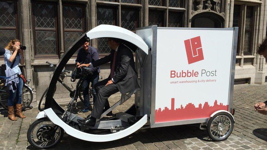 Pakjes bezorgen kan ook milieuvriendelijk, vindt Bubble Post. © RV