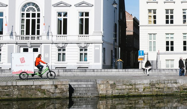 Bubble Post start met driewielers met een grote laadbak