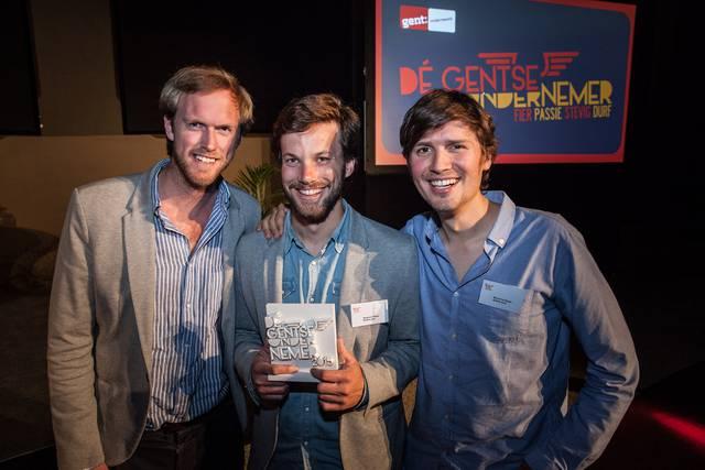 Anthony Viaene, Benjamin Rieder en Michel De Waele wonnen met Bubble Post de publieksprijs voor Gentse ondernemer van het jaar. - Foto Wannes Nimmegeers