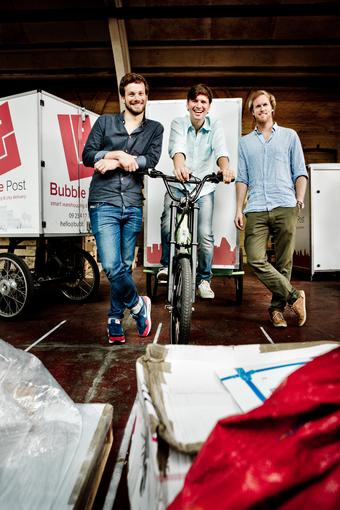 Benjamin Rieder (l.), Michel De Waele (m.) en Anthony Viaene, de drie oprichters van Bubble Post. © Emy Elleboog