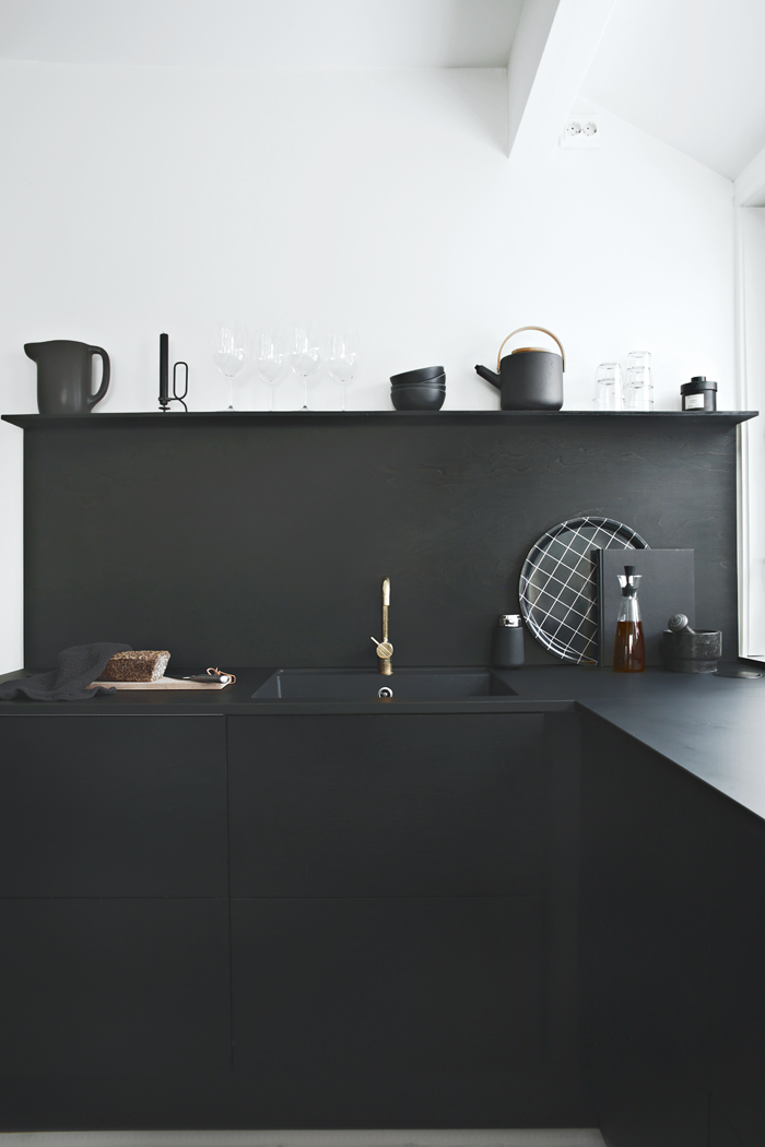 Black-on-black_JKE-Design-kitchen.png