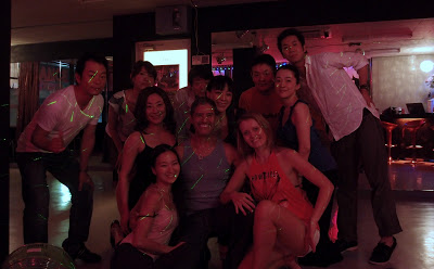Warm welcome from the zouk dancers in Osaka's Vida Latina! And Lenny showing how to lift two girls at once! -->