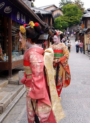 Geishas shopping at Higashiyama
