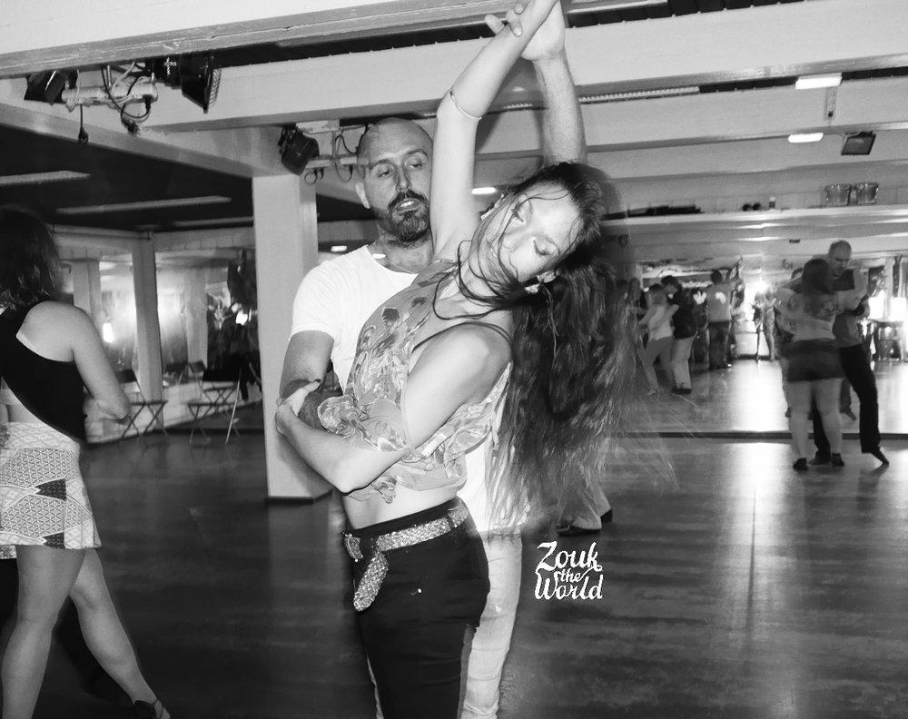 Olaya & Papagaio radiating on the dance floor