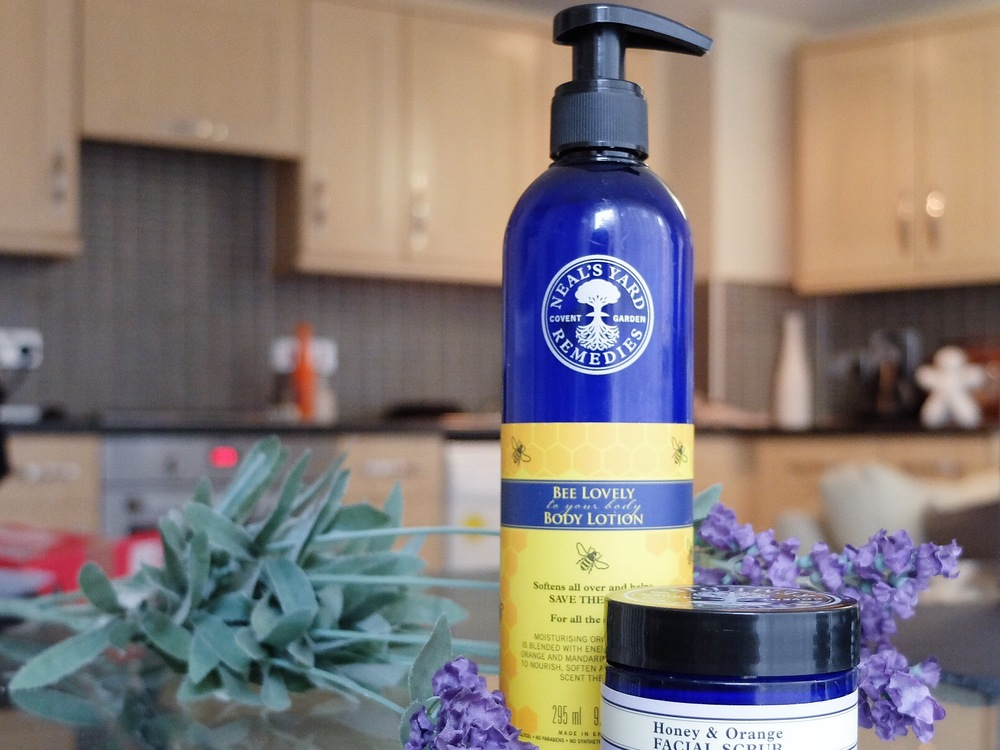 Neals_Yard_bee_lovely_body_lotion_review