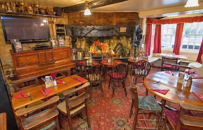 crown-and-trumpet-inn-pub-broadway-cotswolds-m.jpg