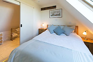 Sheepscombe-Byre-Blue-Bedroom-m.jpg
