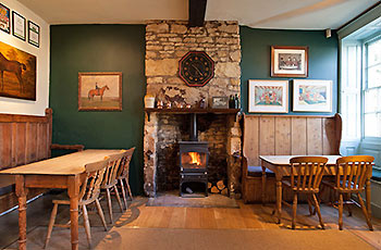 horse-and-groom-gastro-pub-dining-room-bourton-on-the-hill-near-broadway-cotswolds.jpg