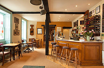 horse-and-groom-gastro-pub-bar-bourton-on-the-hill-near-broadway-cotswolds.jpg
