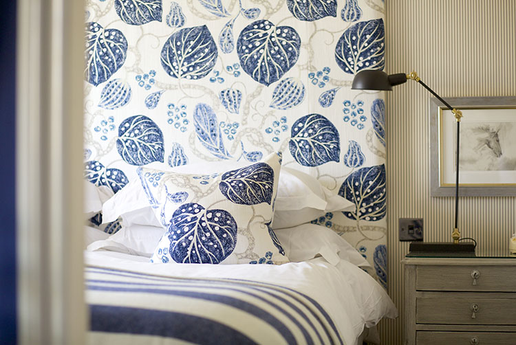 broadway-hotel-bedroom-blue-broadway-worcestershire-cotswolds-uk.jpg