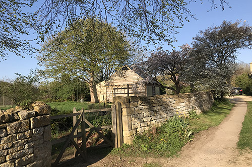 the-cotswold-way-studio-drive-way-broadway-worcestershire-uk.jpg