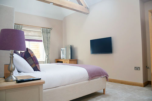 lily-rose-cottage-self-catering-bedroom2-worcestershire-cotswolds-england-uk.jpg