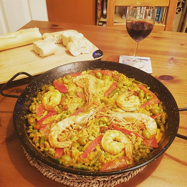 Paella night to get me to the end of the week!!! 30 mins from scratch 😍🥘💃 #paellasauce #tapas