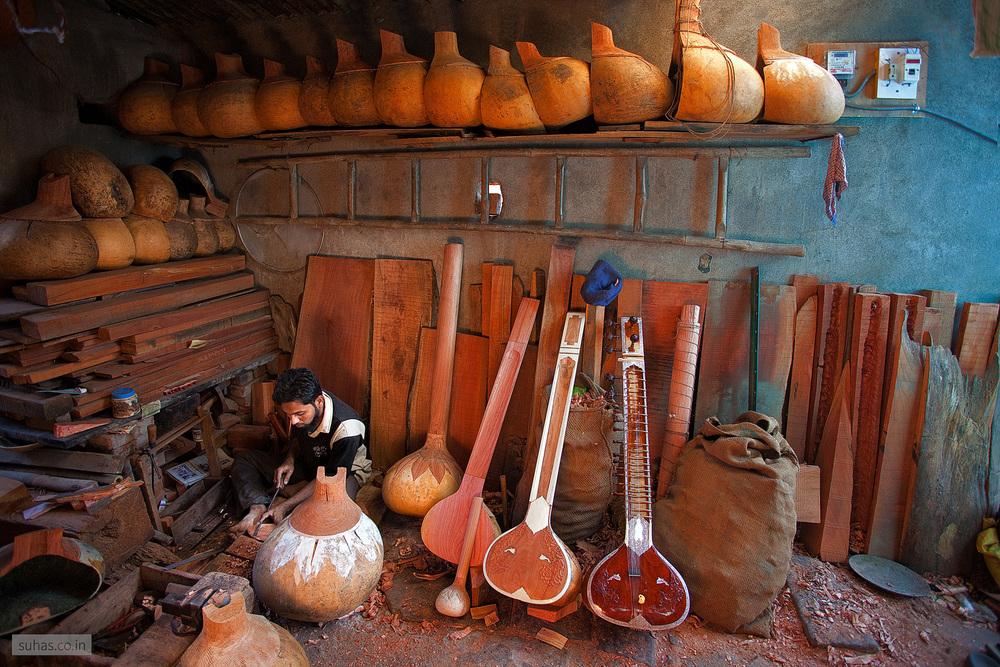 Tanpura maker, Miraj, Maharashtra