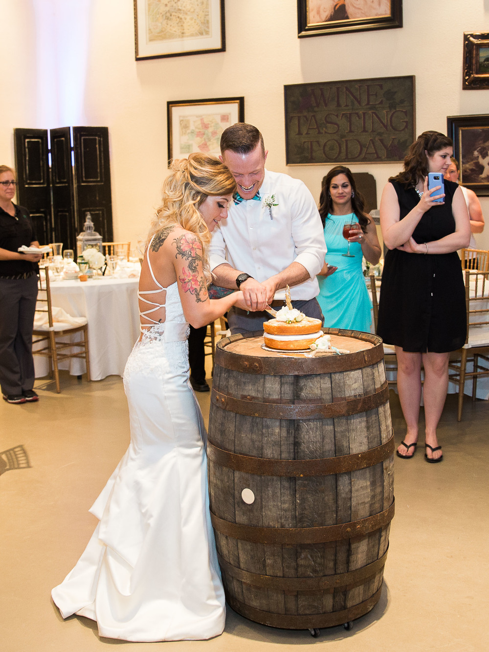 cake cutting at monterre vineyards