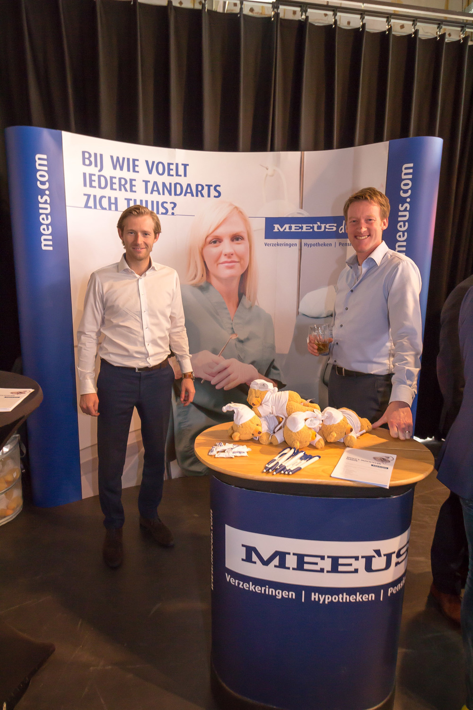 Ewout van Schaik en jan van Erk zijn er helemaal klaar voor om de deelnemers straks te ontvangen. En natuurlijk hebben  DE HEREN VAN MEEÙS  HUN WELBEKENDE BEERTJES bij zich.