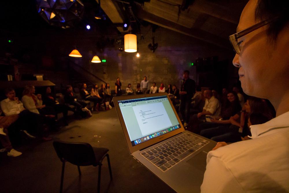 De presentaties worden afgesloten met het spel 'Petje op, petje af'. Wie eist de overwinning op en gaat aan de haal met een gloednieuwe iPad Mini?