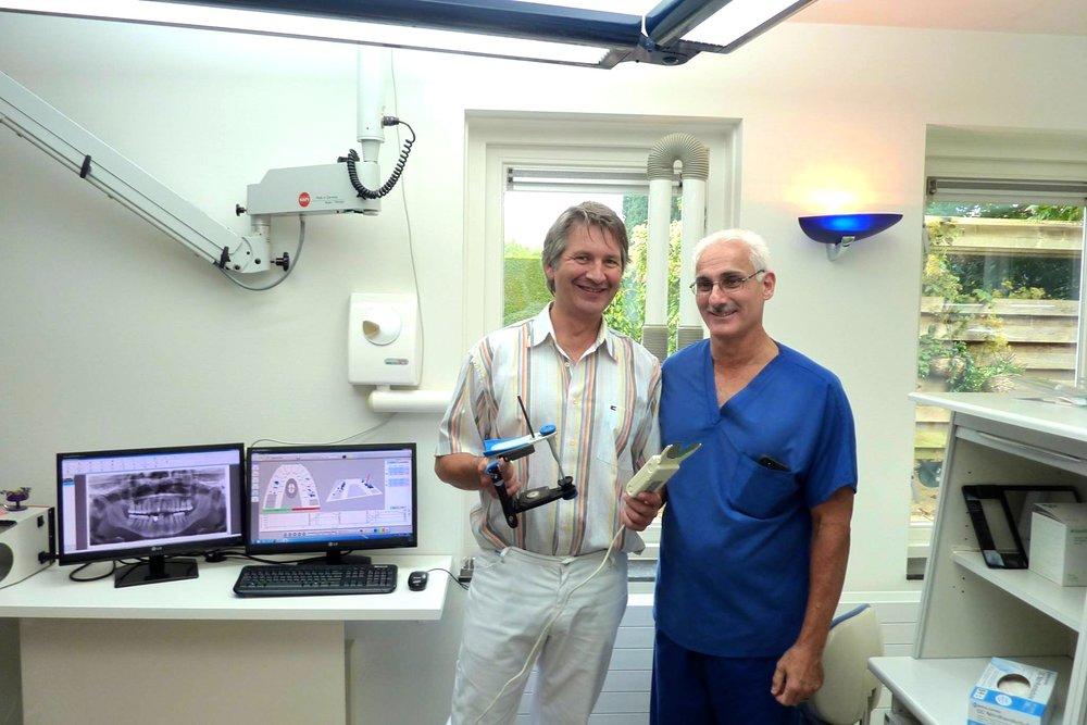 Hugo Vreugdenhil (links) en Dr. Robert B. Kernstein (VS), voorvechter van de T-scan