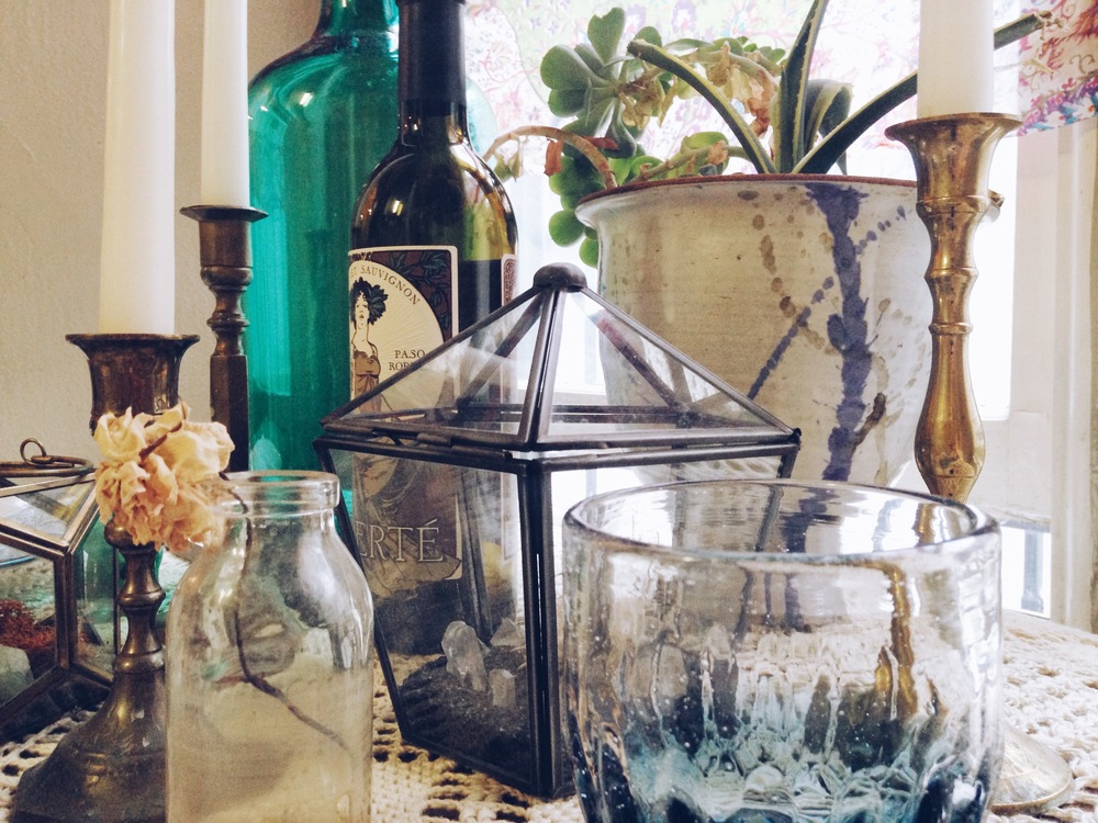 Tip: Last minute greenery doesn't require a fancy bouquet- use what you got! Terrariums, succulents, and dried flowers are great options. I love terrariums as a centerpieces because they bring color and geometric shapes to a table