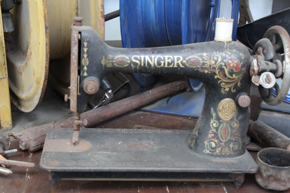 Vintage Singer Sewing Machine | Silverado Salvage | www.foundandkept.com