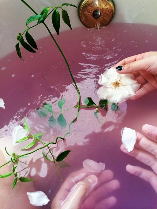 flower bath | www.foundandkept.com