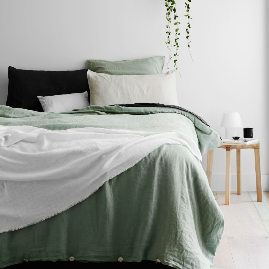 Friday Faves | Dreamy Bedding Sets | www.foundandkept.com
