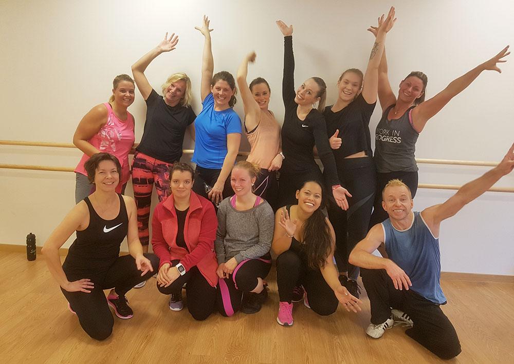 BILDE: Glade og slitne etter hele to timer Dance Cardio på Nes Arena, Neskollen.