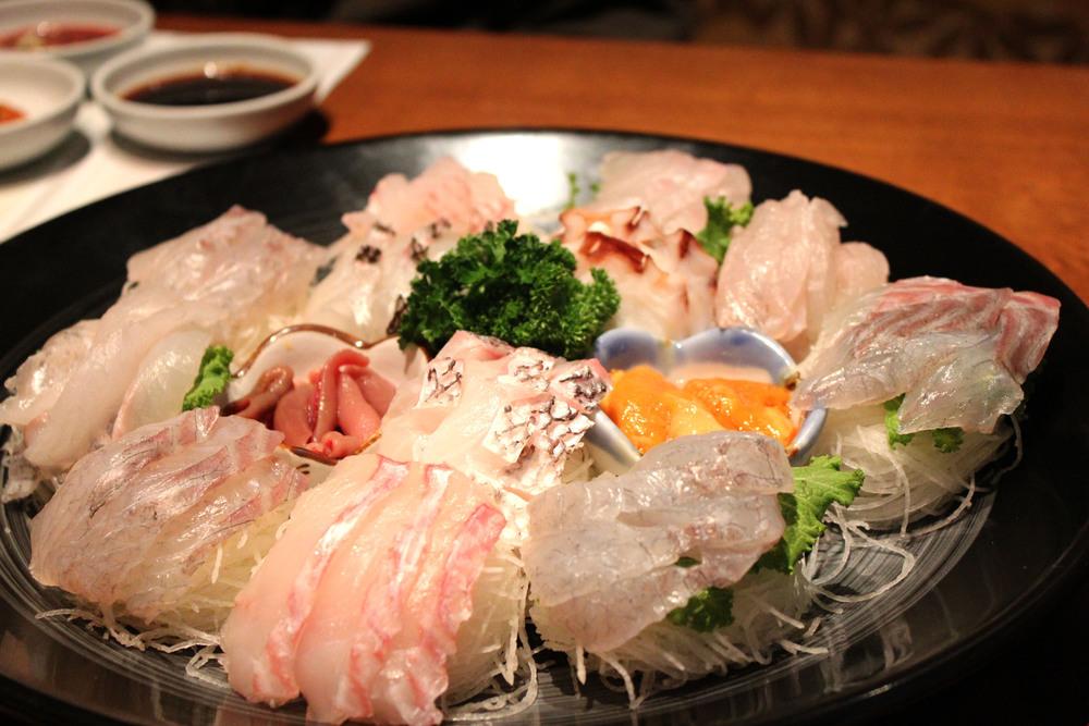 2620089201101001k_Modeum Hoe-Array of Sliced Raw Fish.jpg