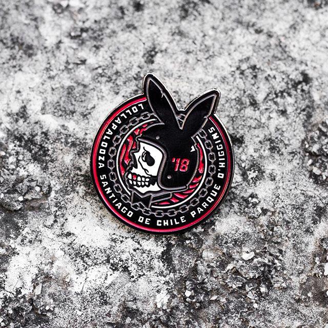 """Este año diseñe parte del merch oficial del @lollapaloozacl que ya se puede comprar 👍💥 Aca uno de los diseños titulado por ellos """"Bunny""""... Hay varias aplicaciones 🏁💨 #lollacl #lollapalooza #chile #merch #rabbit #bunny #motorcycle #bobber #skull #playboy #pin #patchgame #tshirt #design #illustration"""