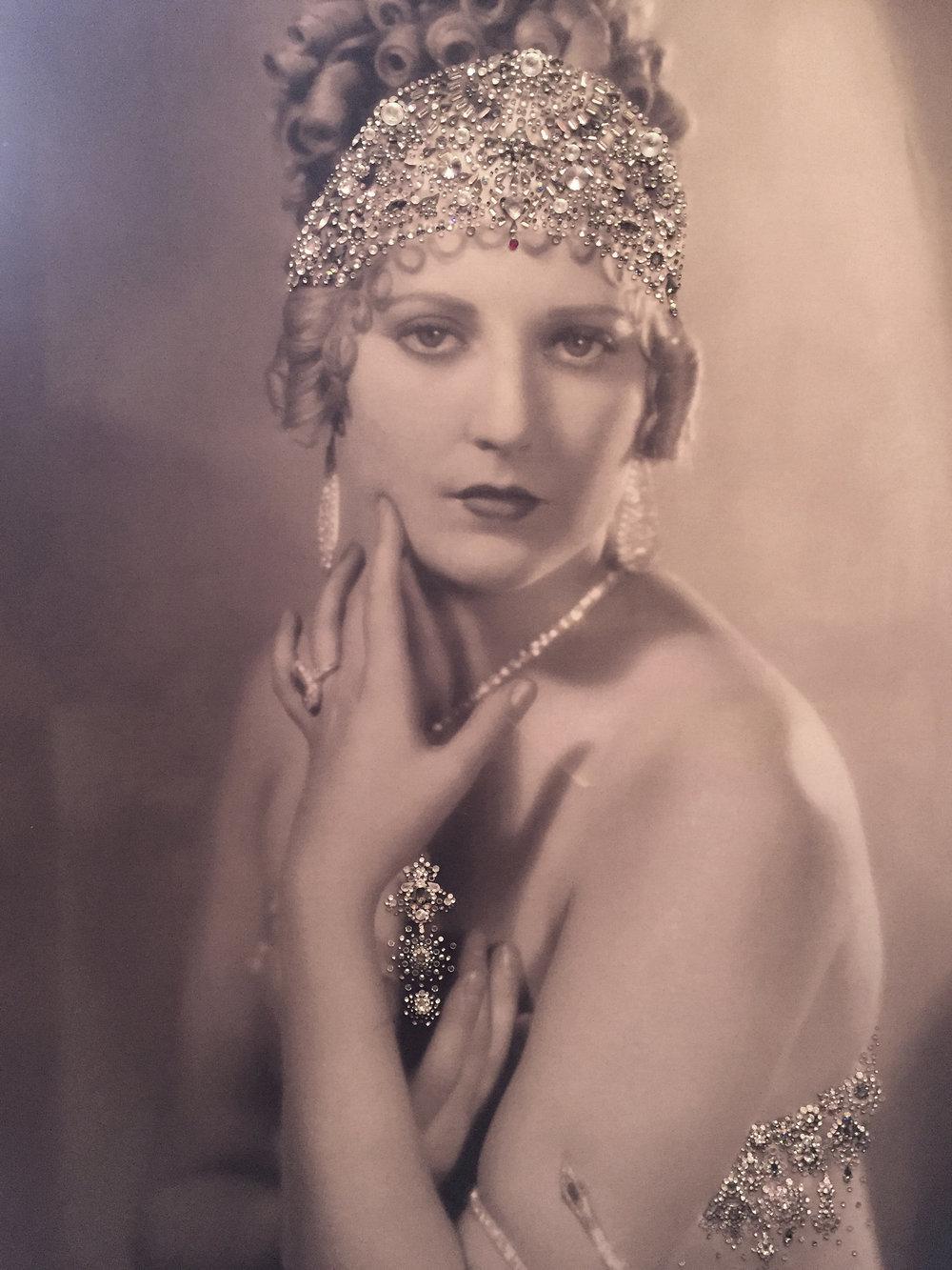 INCANTO - VanitartCollezione Le Donne d'EpocaMisura 70x100 cmLavorazione in cristalli Swarovski