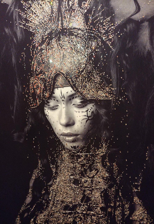 VALCHIRIA - VanitartCollezione Le Regine GuerriereMisura 80x120 cmLavorazione in cristalli Swarovski e Specchi