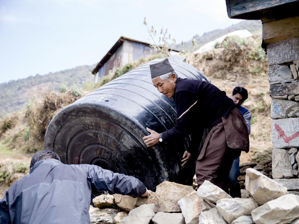 VANN:  Vanntank og rensesystem kommer på plass. Innbyggerne i Grang slipper nå å bekymre seg for ustabile vannforsyninger og forurenset vann.