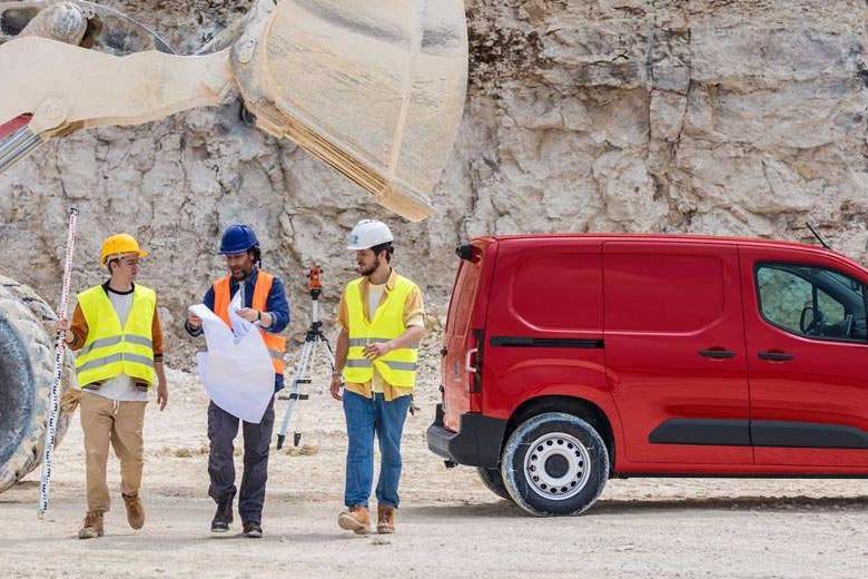 New-Berlingo-Van-HeroBanner2-Worker.289877.jpg