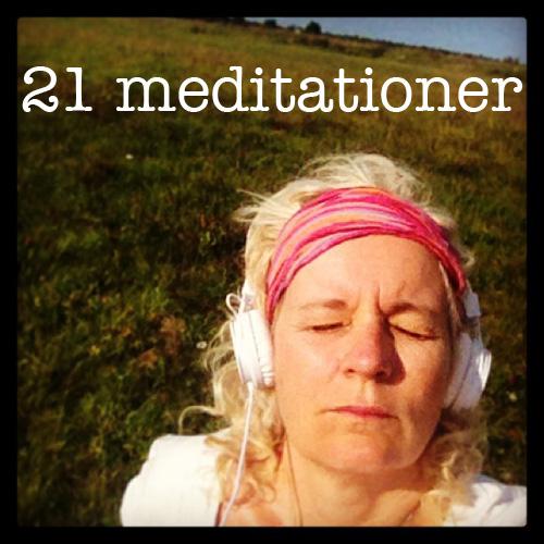 21-meditationer---Charlotte-mediterar-på-sexsibilityfestivalen.jpg