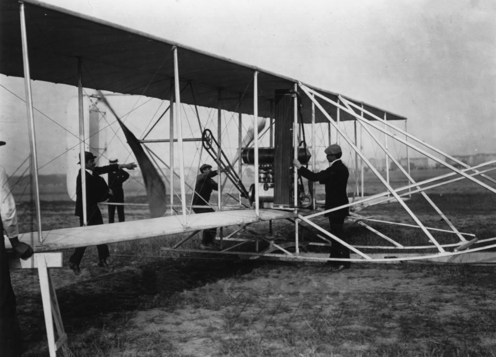 Orville_Wright&flyer1909.jpg
